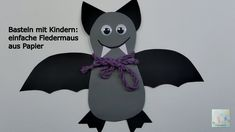 Halloween Dekoration | Basteln mit Kindern: freundliche Fledermaus aus P... Halloween Crafts, Halloween Decorations, Freundlich, Minnie Mouse, Disney Characters, Fictional Characters, Kindergarten, Crafts For Kids, Autumn