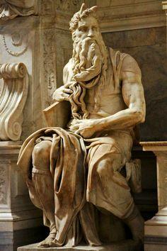 Moisés de Michelangelo na igreja de são Pedro em Vincoli