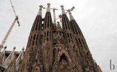 I traveld to Barcelona in September and today I want to share my impressions of this trip with you. Barcelona is so beautiful and it's never boring. Barcelona, Brunettes, Fashion Beauty, Around The Worlds, City, Building, Travel, Beautiful, Sagrada Familia