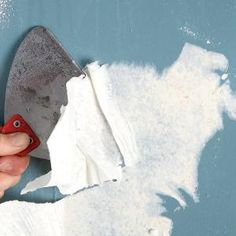 The Best Way to Remove Wallpaper - learn how to get your walls perfectly clean and smooth.