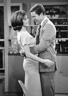 Mary Tyler Moore and Dick Van Dyke in The Dick Van Dyke Show, Golden Age Of Hollywood, Hollywood Stars, Classic Hollywood, Old Hollywood, Laura Petrie, Mary Tyler Moore Show, Tv Icon, Old Shows, Classic Tv