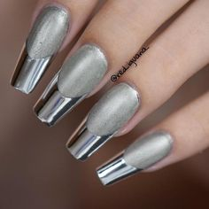 Mirror Nail Designs That Will Glam Up Your Nails matte and chrome mirror nails bmodishmatte and chrome mirror nails bmodish Sparkle Nails, Silver Nails, Rhinestone Nails, Bling Nails, Silver Nail Designs, Chrome Nails Designs, Salmon Nails, Chrome Mirror Nails, Nail Parlour