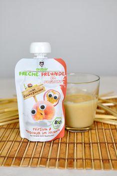 Frucht trifft Joghurt – der neue Quetschie von Freche Freunde mit Maracuja und Pfirsich schmeckt lecker cremig und findet in jeder Tasche Platz.