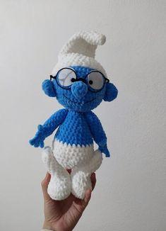 Háčkovaný šmolko mudroš, - 35 € od predávajúcej peta_tvorimslaskou | Bazár - Modrý koník Peta, Crochet Toys, Smurfs, Fictional Characters, Fantasy Characters, Maps