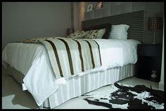 Dormitorio con personalidad. Texturas y contrastes. Descanso y relax. Suntuoso y simple. Diseño by Lucia Casanova