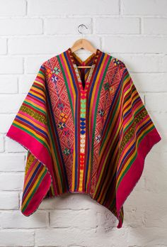 BellanBlue Boutique offers unique apparel, and accessories to women who value versatility, style, and comfort. Poncho Outfit, Böhmisches Outfit, Poncho Shawl, Knitted Poncho, Ethnic Fashion, Kimono Fashion, Boho Fashion, Womens Fashion, Peruvian Textiles