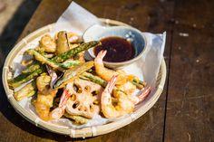 66 Tempura Presentation Ideas From The Sea To Your Table - Seafood Salad Prawn Recipes, Sushi Recipes, Tempura Vegetables, Tempura Prawns, Salad Presentation, Quick Recipes, Healthy Recipes, Tempura Recipe, Tempura Batter