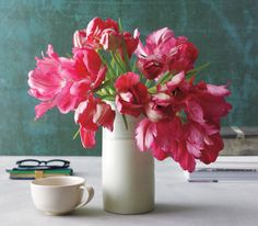 How to Arrange Spring Flowers: Wish you had the know-how to make any bunch of spring flowers look elegant? With the right vase and these strategies from floral designer Tom Borgese, your inner arranger can finally bloom.