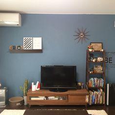 gr-slinkyさんの、いつもいいね!ありがとうございます♪,バーンスター手作り,セリア,ポスター,ウォールステッカー,ブルーグレーにペイント,リビング,のお部屋写真 Living Room Arrangements, Blue Walls, My Room, Diy And Crafts, Gallery Wall, Layout, Frame, Interior, House
