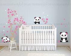 Etiqueta de la pared de flor de cerezo con Panda y mariposas