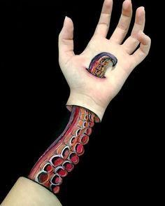Octopus  #tentacle #octopus #octopustentacle #painting #armpainting #illusion #illusionart #illusionpaint #illusionpainting #sea #ocean #bodyart #bodypaint #bodypainting #TAG #mehron #handart #handpainting