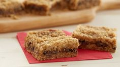 Oatmeal Carmelitas from the Pillsbury Bake-Off. A chewy chocolate filling rests on an oatmeal-brown sugar crust in these winning bars. Bake Off Recipes, Cookie Recipes, Dessert Recipes, Baking Recipes, Recipes Dinner, Pie Recipes, Healthy Recipes, 16 Bars, Pillsbury Recipes