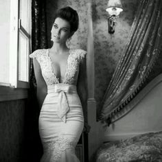Very sexy wedding gown!... if only I had her body!