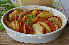 Patate al forno con pomodori e mozzarella...buono...la cottura dipende dallo spessore delle patate