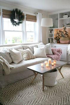 decor living rooms How to Create a Very Merry Hygge Christmas - Nesting With Grace christmas living rooms Hygge Christmas, Christmas Christmas, Minimal Christmas, Christmas Ideas, Diy Décoration, Konmari, Cottage Living, Small Space Living, Cozy House