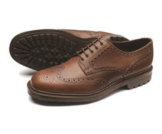 Premium+derby+brogue,+made+using+waxy+brown+grain+leather.+Adams+features+a+tough+'Commando'+rubber+sole+for+better+grip+and+longevity.+Adams+is+made+in+England+using+the+'Colt'+last+shape.