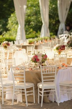 The burlap on tables looks amazing. Love the wide table runner here.