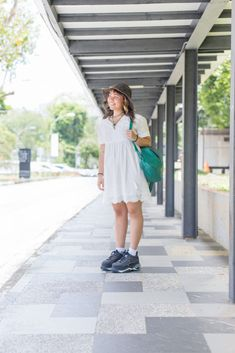 A style lesson in matching accent colours, delivered by Rebecca. Accent Colors, Breeze, White Dress, Colours, People, Dresses, Style, Fashion, Vestidos