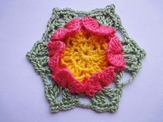 Шестиугольный мотив с цветком Hexagonal motif with crochet flower