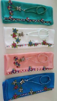 Başörtüsü Namaz Örtüsü Tesbih ve Havlu Kenarına 29 İğne Oyası Modeli Baby Knitting Patterns, Embroidery Patterns, Hand Embroidery, Filet Crochet, Crochet Lace, Muslim Prayer Mat, Love Decorations, Art N Craft, Love Sewing
