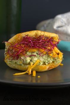 Arepas - Do not stay without trying these stuffed with pepiada queen in the WorldWatch Day. -Cassava Arepas - Do not stay without trying these stuffed with pepiada queen in the WorldWatch Day. Mexican Dinner Recipes, Cuban Recipes, Pork Recipes, Veggie Appetizers, Appetizer Recipes, Puerto Rican Pork Recipe, Venezuelan Food, Food Stations, English Food