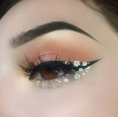 Foto - Daisy Chain Eye Make-up. - Foto – Daisy Chain Eye Make-up. Eye Makeup Art, Skin Makeup, Makeup Inspo, Eyeshadow Makeup, Makeup Inspiration, Beauty Makeup, Makeup Ideas, Makeup Style, Pink Eyeshadow