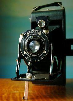 Classic Style and Decor Piece. Antique Folding Kodak RESERVED for starvingartstudent Cameras Nikon, Kodak Camera, Retro Camera, Camera Gear, Film Camera, 35mm Film, Photography Camera, Vintage Photography, Pregnancy Photography