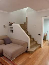 Resultado de imagen para escaleras interiores de casas modernas pequeñas House Floor Design, Dream Home Design, Home Design Plans, Home Interior Design, Bungalow Haus Design, Container House Design, Interior Stairs, House Stairs, Paint Colors For Living Room