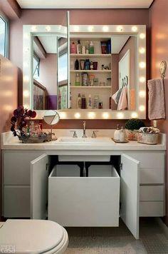 A quien no le gustaría tener un baño así ? Bathroom Organization, Bathroom Storage, Small Bathroom, Storage Room, Dressing Table, Dressing Room, Vanity Room, Diy Rangement, Laundry Basket