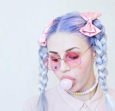 10 Tips For Creating A Pastel Goth Style aesthetic makeup 10 Tips For Creating A Pastel Goth Style Pastel Goth Makeup, Pastel Goth Fashion, Pastel Hair, Abbey Dawn, Tokyo Street Fashion, Goth Aesthetic, Aesthetic Makeup, Aesthetic Clothes, Maquillaje