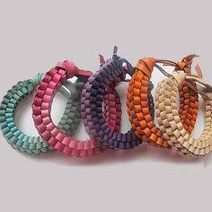 Bracelets scoubidous en cuir - Marie Claire Idées