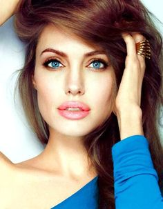 Best Eye Makeup for Blue Eyes and Blonde Hair