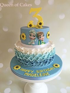 We love this summery Disney Frozen birthday cake with bright yellow sunflowers. Frozen Fever Party, Disney Frozen Party, Frozen Birthday Party, Bolo Frozen Fever, Elsa Birthday, Frozen Theme Party, 5th Birthday, Birthday Ideas, Torte Frozen