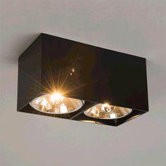 Foco BOX 2 negro -  De diseño simple, elegante y atemporal, este modelo se puede aplicar muy fácilmente en cualquier espacio de su hogar. Con iluminación halógena que ofrece una luz fantástica. Los focos son giratorios. Los acabados son de aluminio lacados en negro mate.
