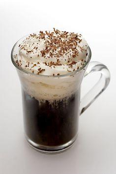 Kaffe Karlsson - Bartenderns Recept - Spisa.nu Hangover Remedies, Irish Coffee, Beverages, Drinks, Baileys, Coffee Art, Food Festival, Holiday Treats, Feel Good