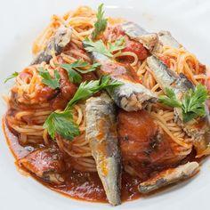 Špagete sa paradajzom i sardinama