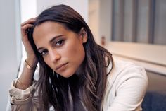There's No Easy Way to Get Inside Alicia Vikander's Head - NYTimes.com