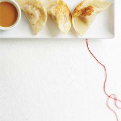 Pork Dumplings with Peanut Sauce Ricardo recipe tried and true best peanut sauce. Peanut Sauce Recipe, Peanut Butter Sauce, Sauce Recipes, Seafood Recipes, Appetizer Recipes, Cooking Recipes, Appetizers, Thai Dumplings, Turkey And Dumplings