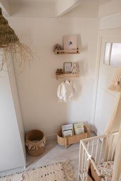 Tips voor het stylen van de IKEA Bekvan kruidenrekjes in de babykamer of kinderkamer Baby Room Themes, Baby Room Decor, Baby Bedroom, Kids Bedroom, Nursery Room, Baby Barn, Kids Room Paint, Living Room Pillows, Kids Room Design