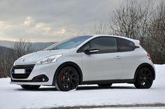 L'hiver a aussi ses petits avantages... Quoi de mieux que de jouer avec une 208 GTi dans la neige ! www.208gti.fr @PeugeotFR Peugeot 208 Gti, Edo Tensei, Jouer, Belle Photo, Cars And Motorcycles, Photos, Madness, Porn, French