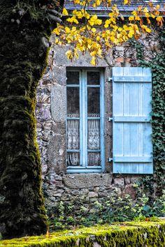Blue windows! by THOMAS Patrice
