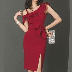 fashion dresses Here is a beautiful dressy red ruffled tight midi eveningdress asymmetric with thigh split for elegant ladies and classy women. Women's Dresses, Pretty Dresses, Dress Outfits, Evening Dresses, Casual Dresses, Short Dresses, Fashion Outfits, Fashion Hats, Fashion 2018