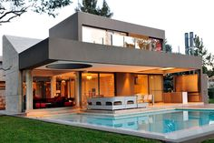 architecture House Original Modern Personality Displayed by Casa in Buenos Aires, Argentina Style At Home, Architecture Design, Casas Containers, Modern Mansion, Modern House Design, Home Fashion, Exterior Design, Gray Exterior, Luxury Homes