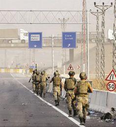 Türk Silahlı Kuvvetlerince (TSK) Şırnak'ın Silopi ilçesindeki Habur Sınır Kapısı yakınlarında 18 Eylül'de başlatılan tatbikat devam...