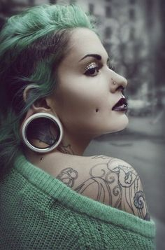 Stretched ears, tatts, hair and piercings x Smiley Piercing, Dimple Piercing, Cheek Piercings, Peircings, Crazy Piercings, Gauges Piercing, Medusa Piercing, Ear Gauges, Punk Outfits