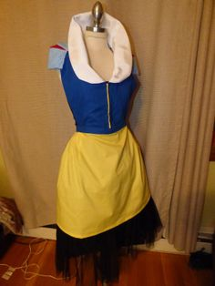 Custom Sewn Beautiful Disney Princess Snow White inspired hostess apron, all handmade, custom pattern. Great for Cosplay and Dress up. Adult and Childrens sizes available.