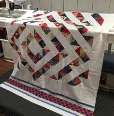 Interesting twist to hst quilt design. Quilting Projects, Quilting Designs, Half Square Triangle Quilts, Patriotic Quilts, Quilt Design, Scrappy Quilts, Blanket, Pattern, Patterns