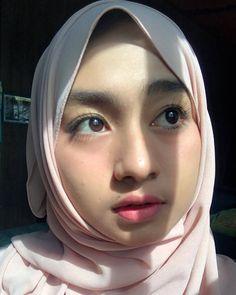Beautiful Hijab Always Smiles - Cubby Hijabi Casual Hijab Outfit, Hijab Chic, Beautiful Muslim Women, Beautiful Hijab, Arabian Women, Muslim Hijab, Foto Instagram, Always Smile, Young Fashion