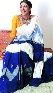 Ditch the zardozi this season and go back to basics. This rani pink Mangalgiri… Indian Beauty Saree, Indian Sarees, Indian Attire, Indian Wear, Indian Dresses, Indian Outfits, Handloom Saree, Ikkat Saree, Metallic Blouses