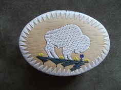 """White Buffalo Quill Box, made by Melvin """"Mel"""" Losh - Native American Native American Baskets, Native American Crafts, Tapestry Weaving, Bead Weaving, Beading Projects, Beading Ideas, Native Design, Nativity Crafts, Native Beadwork"""